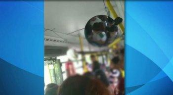 A discussão aconteceu dentro de um BRT da linha Camaragibe-Macaxeira.