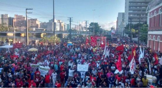 Protesto contra cortes na educação e programa Future-se, na Rua da Aurora.