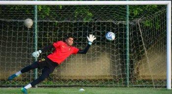 O goleiro tem apenas 22 anos e assumiu o posto de titular antes mesmo de Magrão se aposentar.