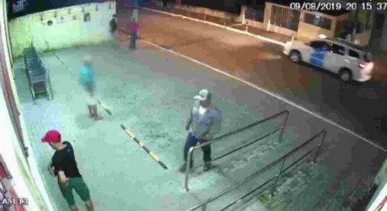 Câmeras flagram assalto a mercadinho no bairro do Sancho, no Recife