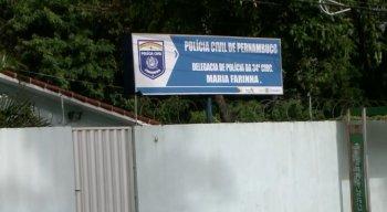 Os bandidos agiram quando um comissário da polícia teria ido jantar, o roubo só foi percebido na manhã da quinta-feira (15).