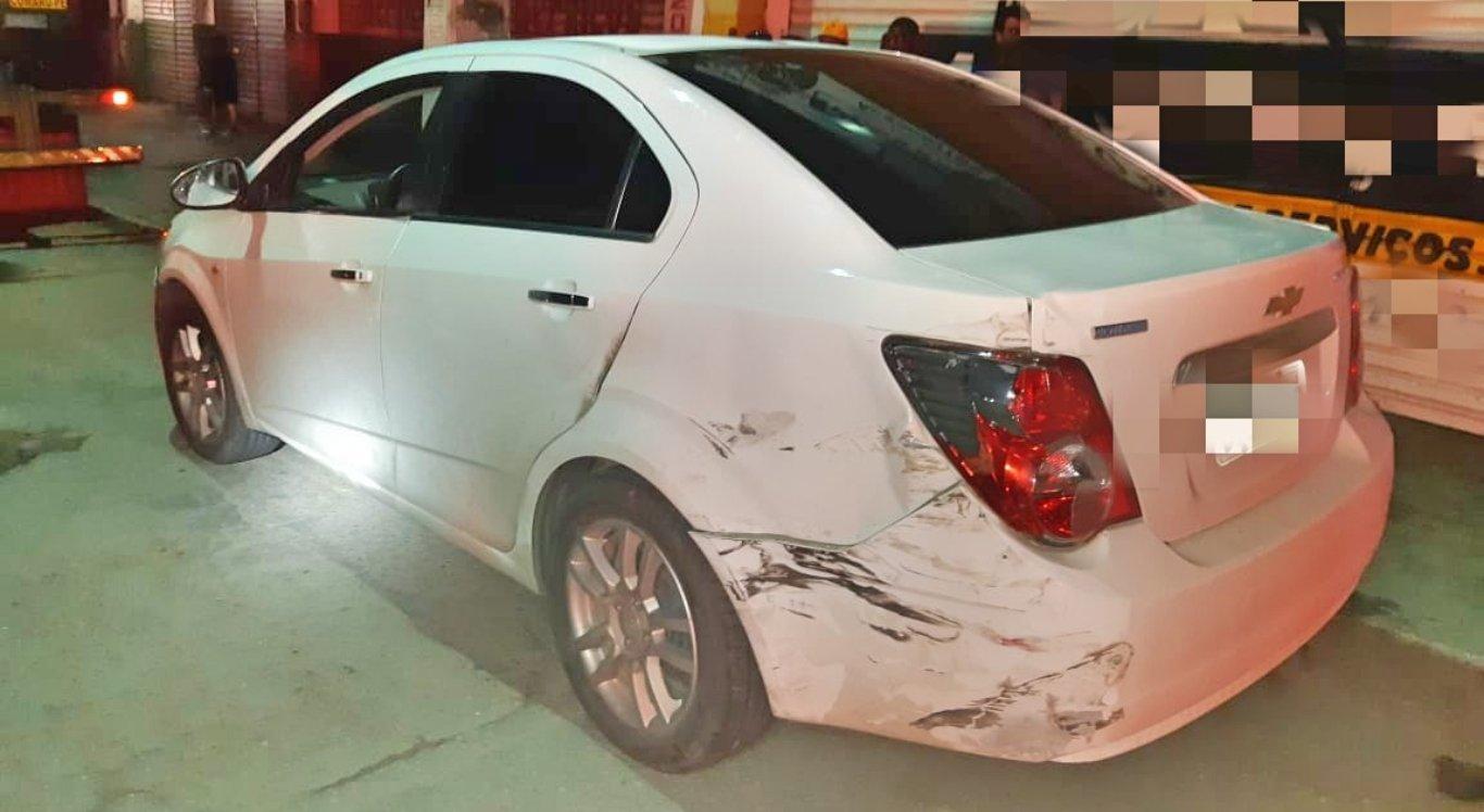 Moto, carro e caminhão se envolvem em acidente