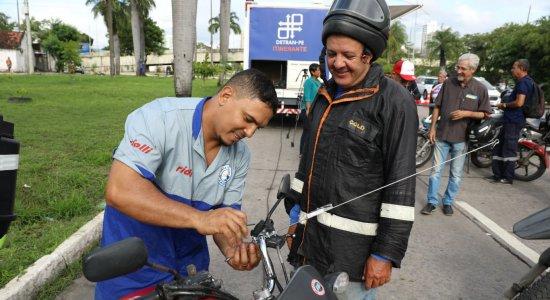 Ação no Recife alerta motociclistas sobre os riscos do cerol de pipa