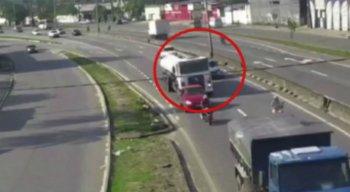 O acidente foi flagrado por câmeras
