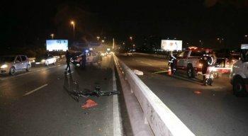 Um ciclista morreu atropelado no viaduto da Joana Bezerra
