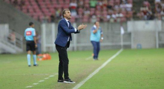 'Temos que trabalhar ainda mais', afirma Milton Mendes após vitória