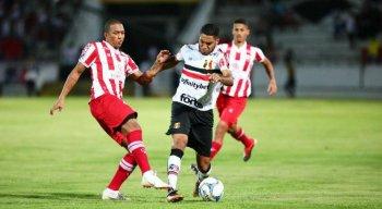 Náutico recebe o Santa Cruz na última rodada da fase de grupos da Série C do Campeonato Brasileiro.