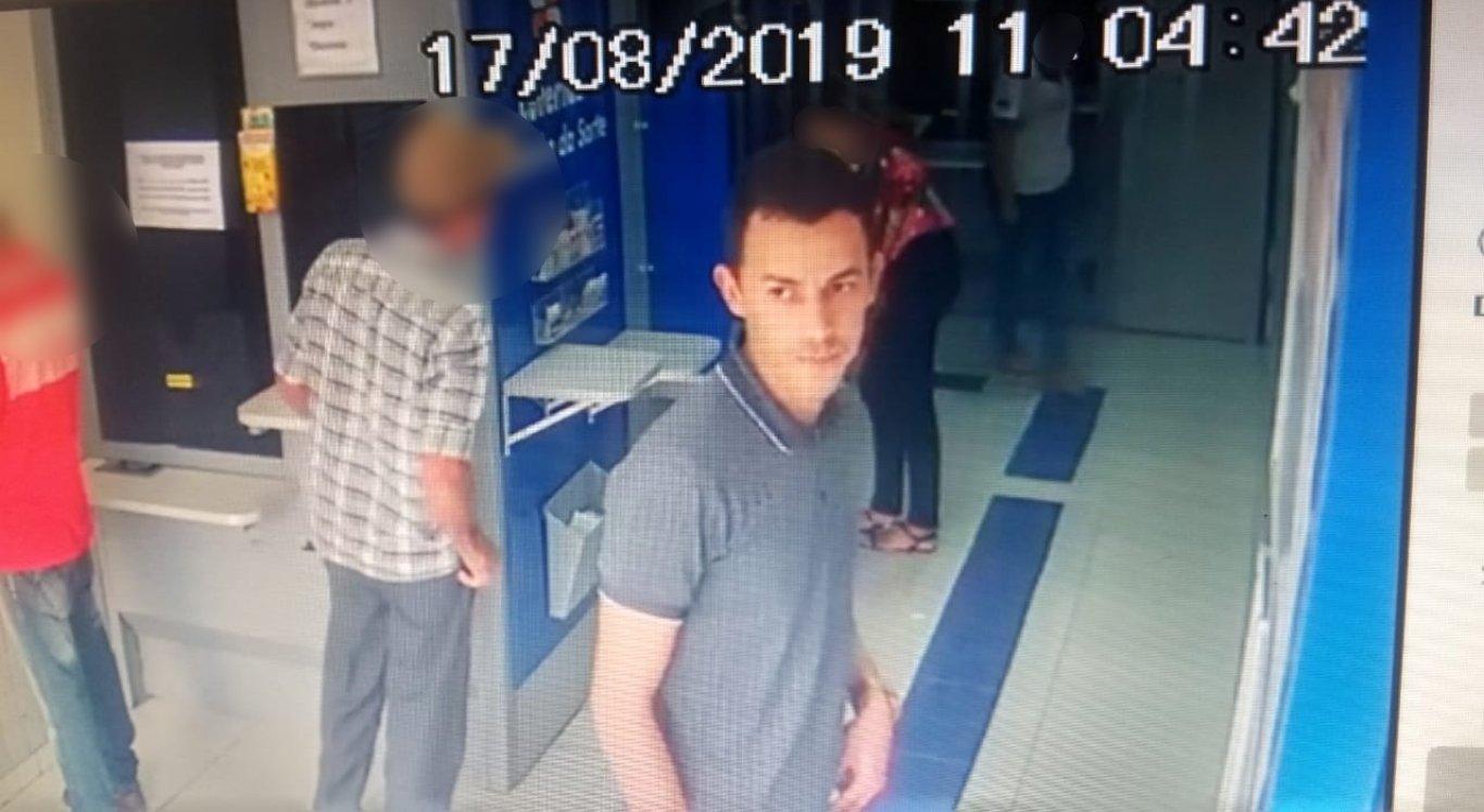 Polícia procura suspeito de assaltar lotérica