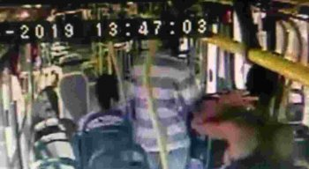 Homem suspeito de assaltar ônibus na Joana Bezerra está detido no Cotel.