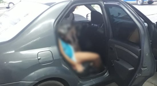 Mulher deu à luz dentro de carro