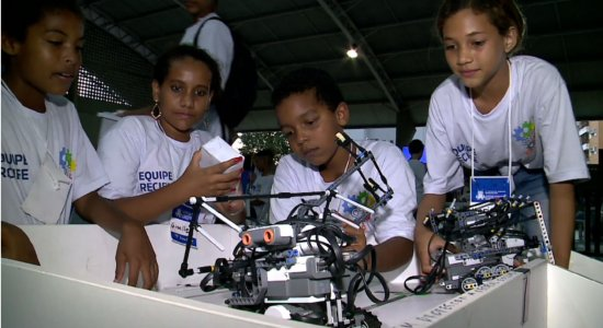 Competição de robótica incentiva projetos de alunos da rede pública