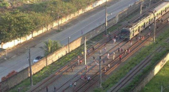 Parte do Metrô do Recife fica sem funcionar por falha na estação sul