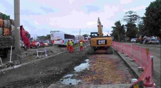 Obras na BR-101 mudam trajeto de motoristas