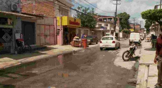 Moradores do Pina denunciam sujeira e mau cheiro