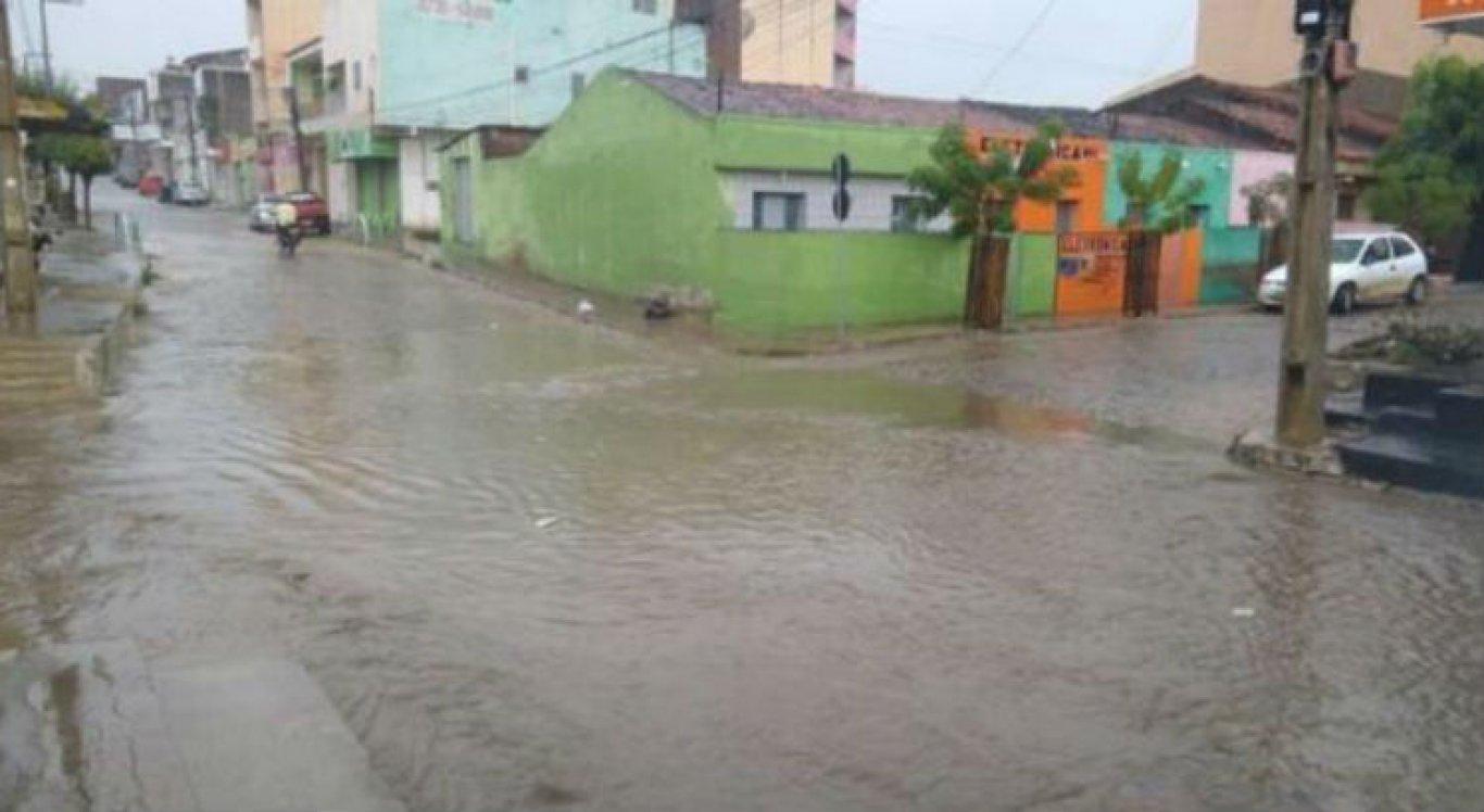 Chuvas provocaram alagamentos e outros transtornos em Santa Cruz do Capibaribe