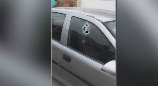 Homem é morto a tiros dentro de carro em Tamandaré