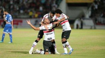 Zagueiro João Victor foi uma das gratas surpresas reveladas pelo Tricolor.