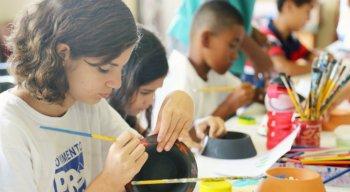 As oportunidades são para meninos e meninas com idades entre 5 e 13 anos