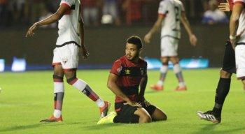 As críticas ao jogador se intensificaram após perder um gol aos 40 minutos.
