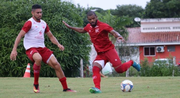 Wilian Simões volta ao time titular do Náutico e Rafael Oliveira se torna dúvida