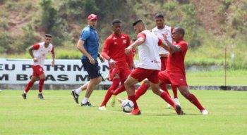 Jefferson, Rafael Oliveira e Rafael Ribeiro tentam retornar à Série B pelo Náutico.