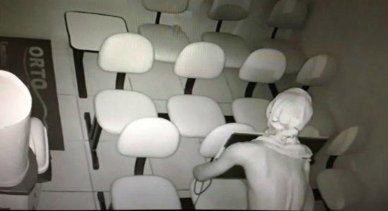 Câmeras de segurança flagram assalto em Afogados