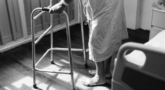 Ortopedista explica as principais causas das quedas entre os idosos