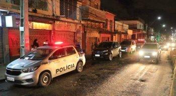 Pelo GPS do veículo, os policiais conseguiram seguir os suspeitos