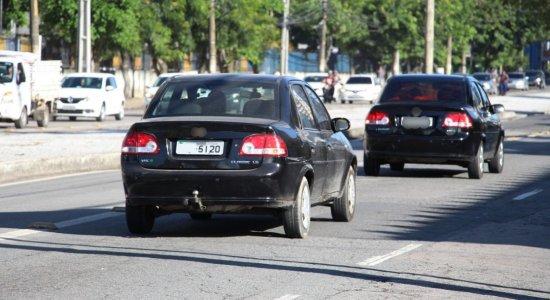 Donos de veículos com placas terminadas em 0e 9 devem se regularizar