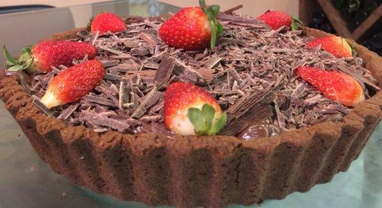 Que tal preparar uma Torta Mousse de Chocolate e Morango?