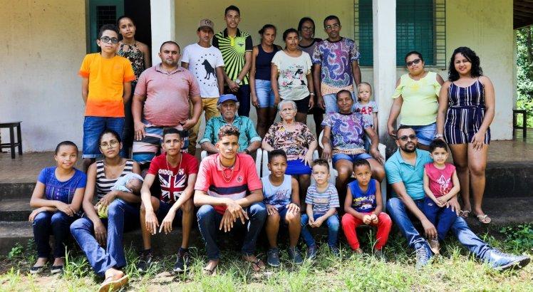 Hoje, a família de Seu Elias Miguel quer as crianças longe do trabalho infantil