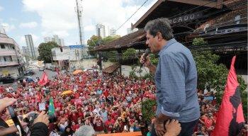 Haddad durante discurso em ato público na Zona Norte do Recife