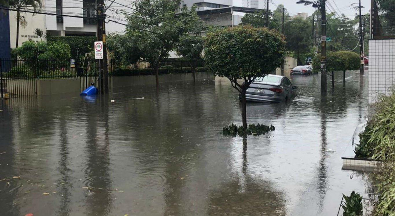 Chuva forte atinge a RMR na manhã desta segunda-feira