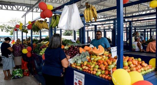 Prefeitura do Recife retira vendedores do Pátio do Livramento, no Centro