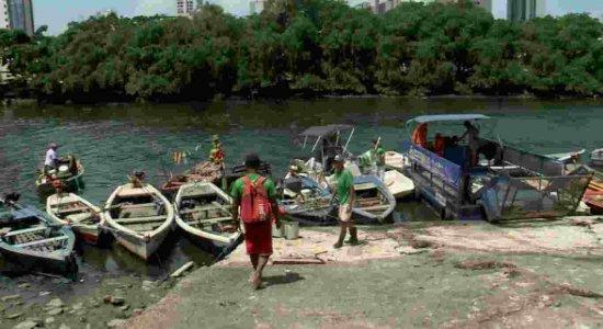 Gincana entre pescadores recolhe materiais de lixo do Rio Capibaribe