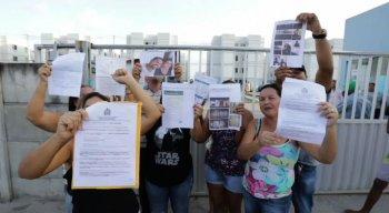 Revoltadas, as vítimas do golpe protestam e pedem justiça