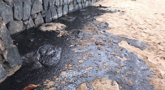 CPRH tenta identificar navio que vazou óleo no litoral pernambucano