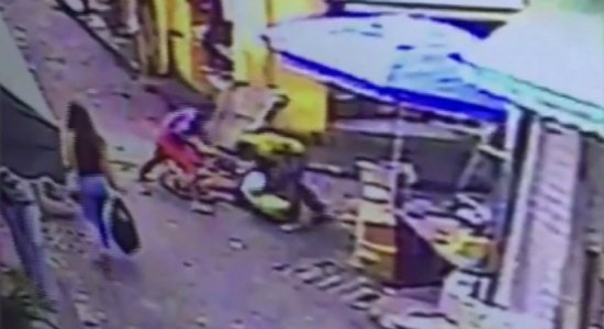 Centro do Recife: idoso é assaltado e agredido, e suspeito é espancado