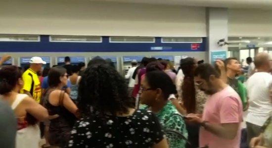 Vídeo: clientes denunciam longas filas em agência da Caixa