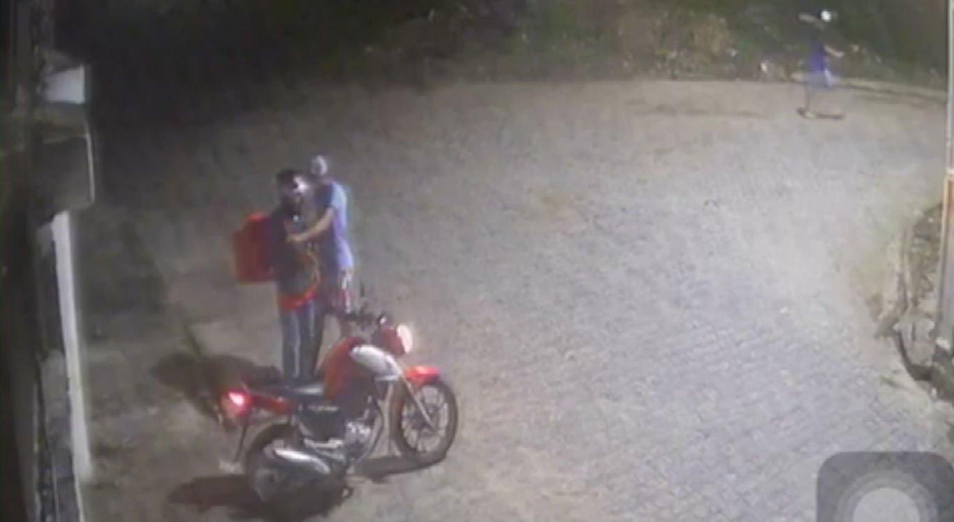 Entregador de pizza é assaltado durante entrega em Caruaru