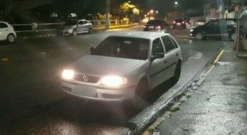 A polícia ainda está à procura do taxista e dos suspeitos