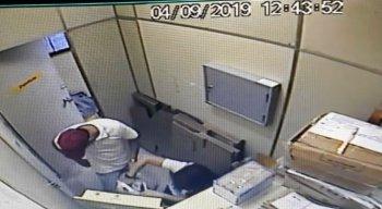 Os assaltantes renderam funcionários e levaram alguns pertences