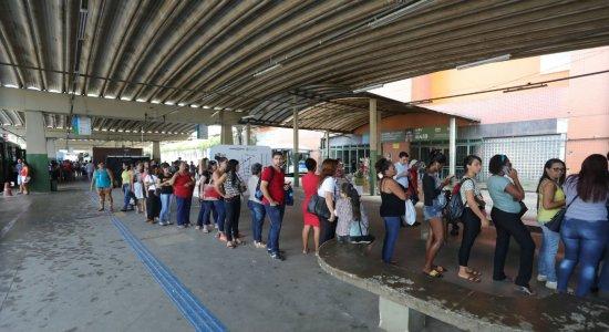Passageiros sofrem com problemas no Metrô do Recife
