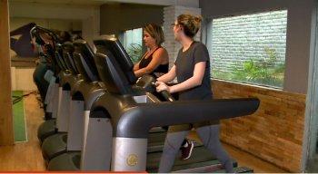 Segundo as médicas, um treino saudável deve ser complementado por meio da ingestão de água, frutas e alimentos saudáveis