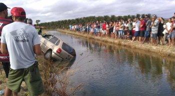 Quatro pessoas morreram depois de carro cair em canal no município baiano de Juazeiro, que faz divisa com Petrolina, no Sertão de Pernambuco