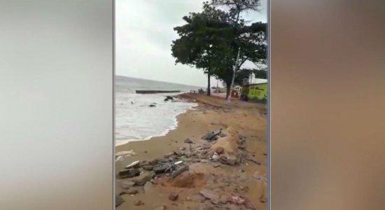 Moradores de Pau Amarelo estão preocupados com o avanço da água do mar