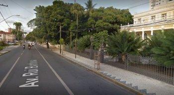 A obra interditou duas faixas na Avenida Rui Barbosa, próximo ao Museu do Estado