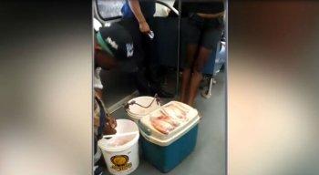 As imagens do peixe sendo vendido no metrô foram feitas por passageiros e se espalharam através do WhatsApp