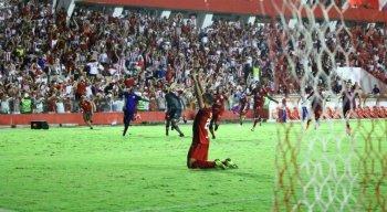 Matheus Carvalho cobrou o pênalti do acesso.
