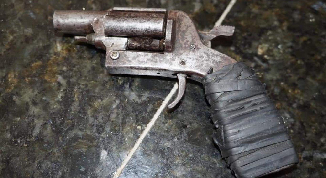 Jovens utilizavam revólver para assaltar